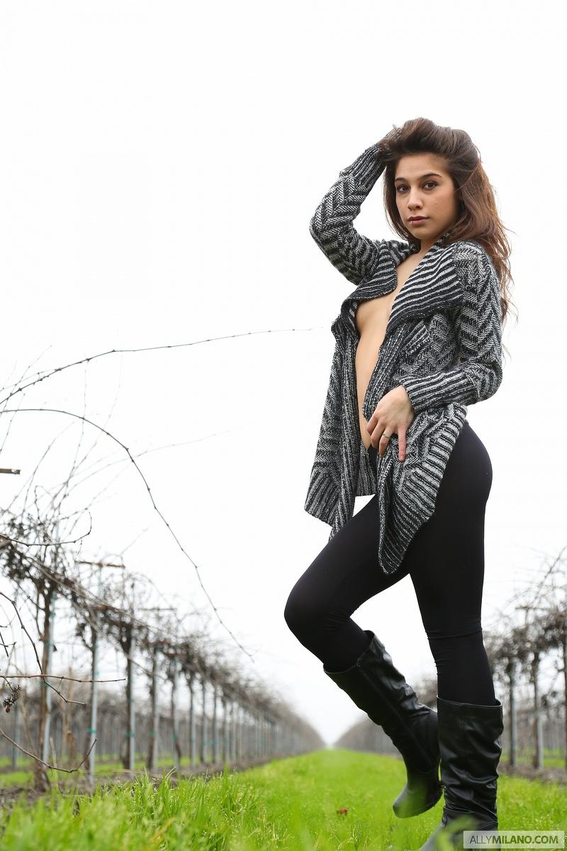 Milano woman nude — photo 3