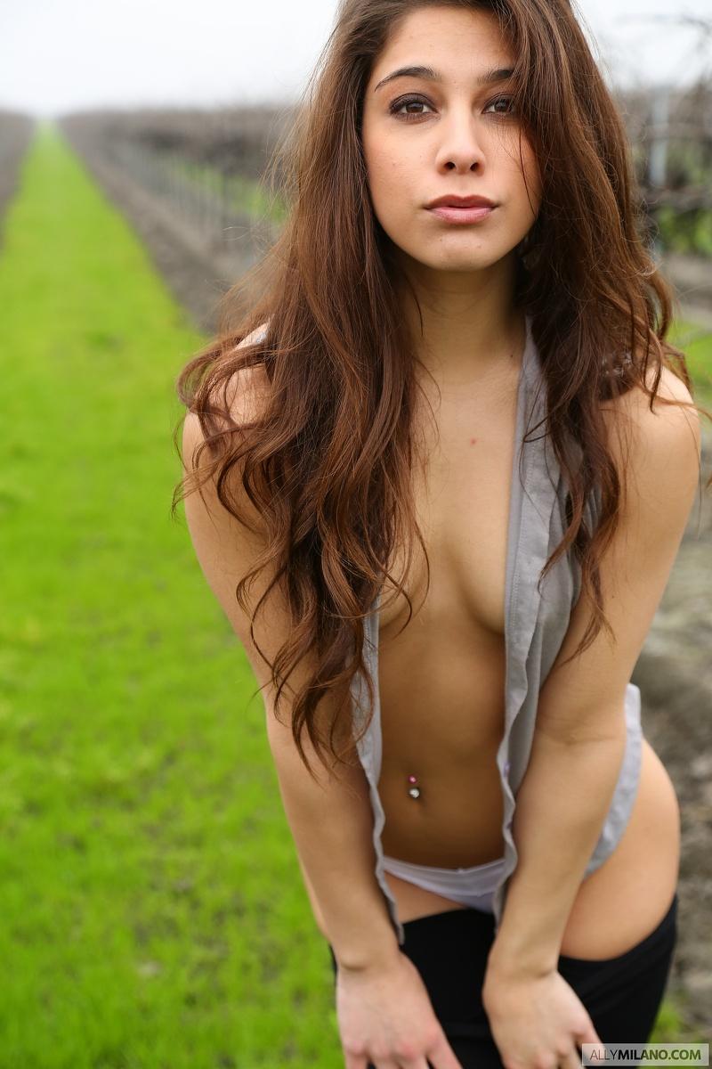 posing-redhead-milano-woman-nude-analfucked-public-garden