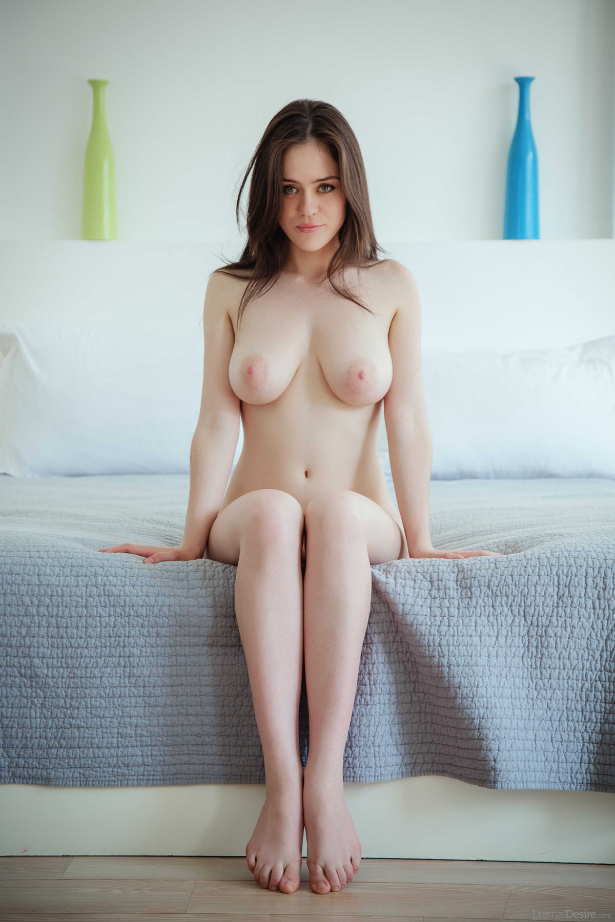 Pale nude woman — 8