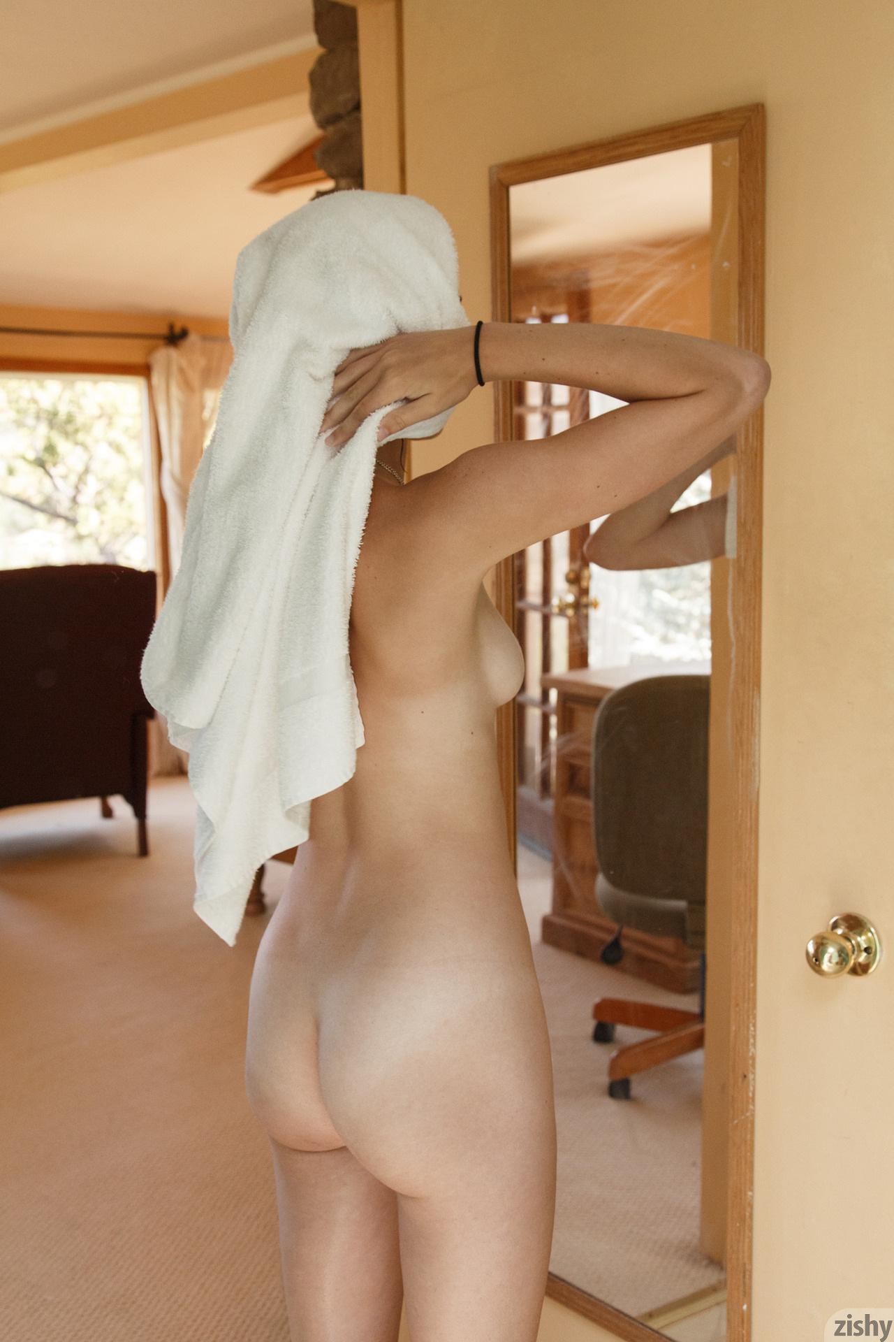 Grantham nude april Jess K.
