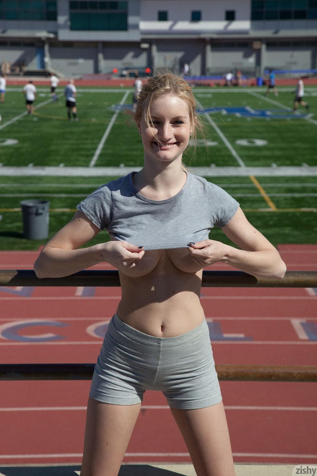 naturist girls holds hard dick