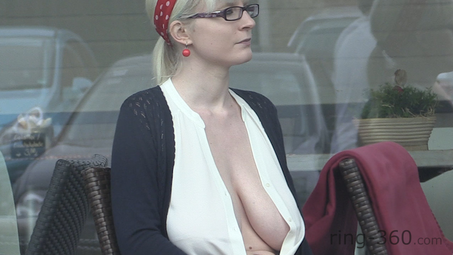 Big tits downblouse in public