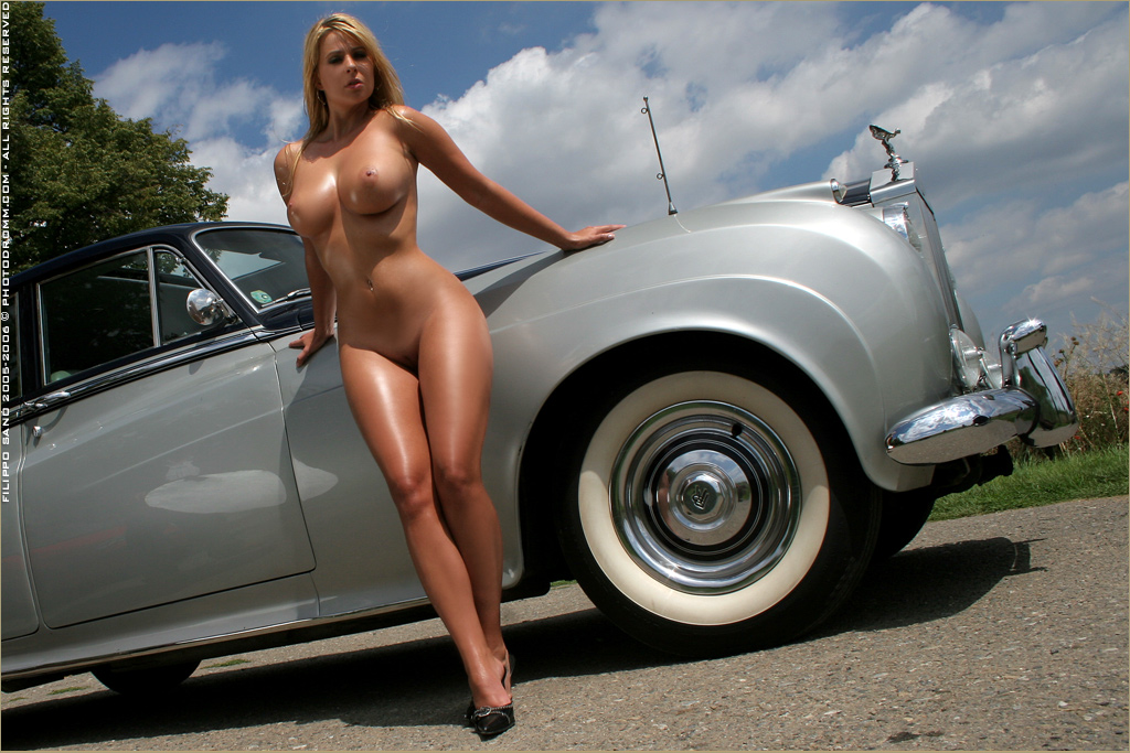 nude women and muscle cars