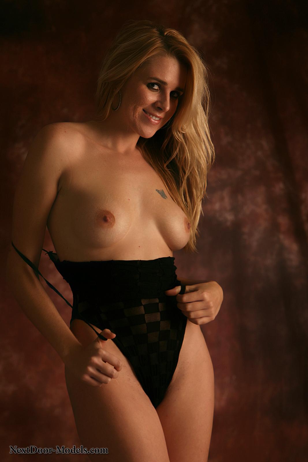 Tabu nude girl open photo