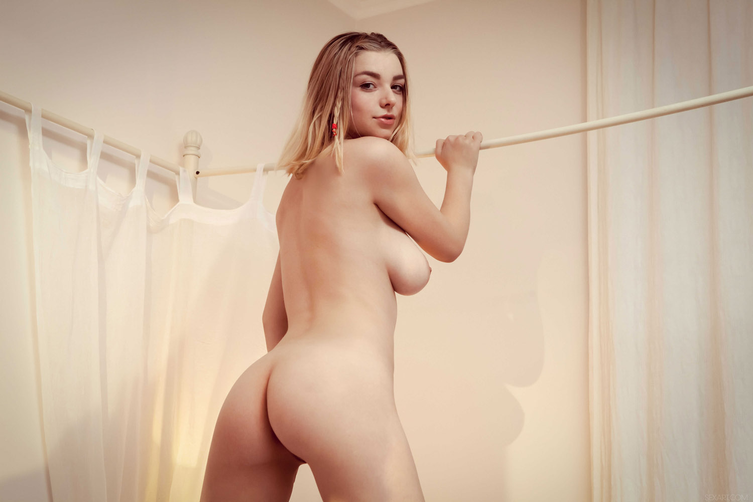 April brookes shows you her naked beauty 2