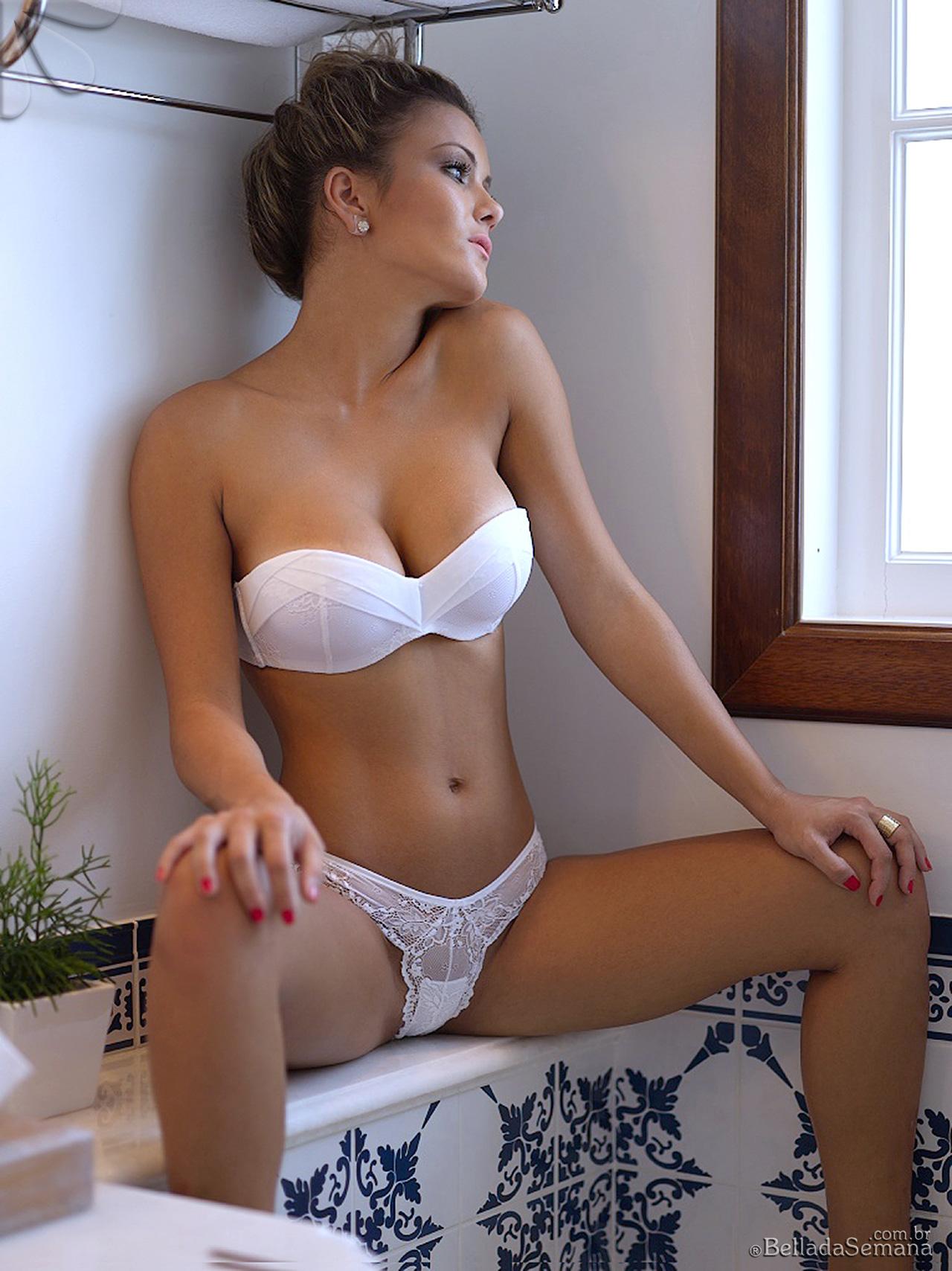nude Debora juliana