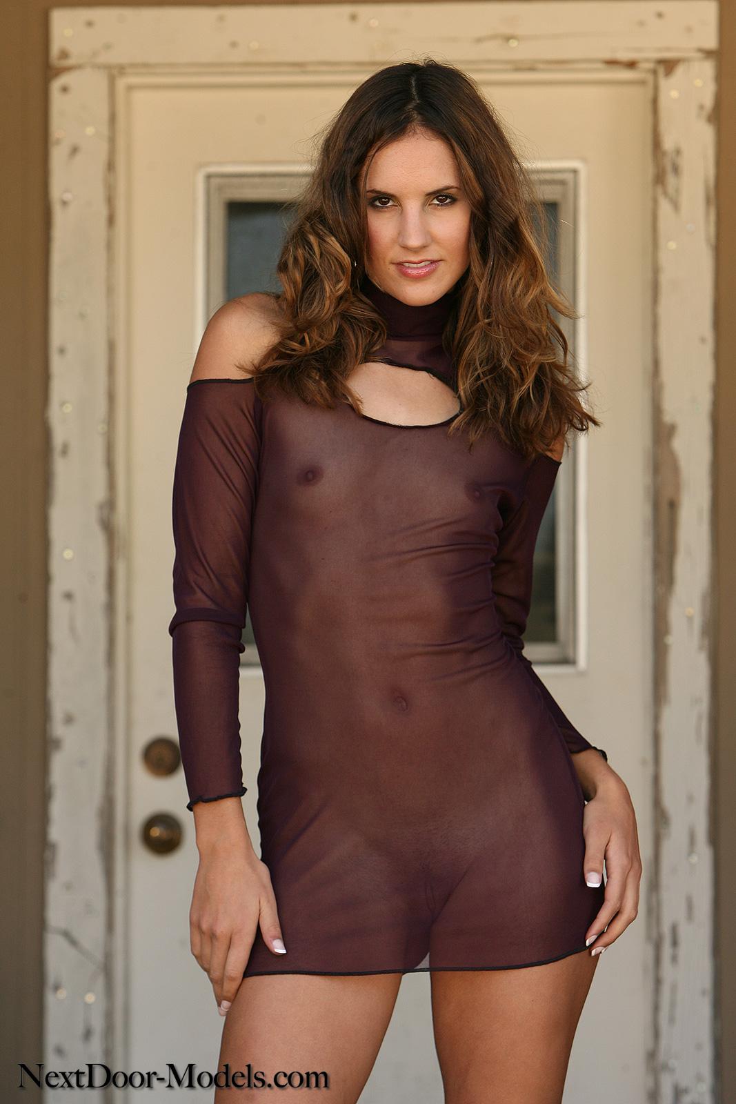 женщина в прозрачном платье порно фото тоже