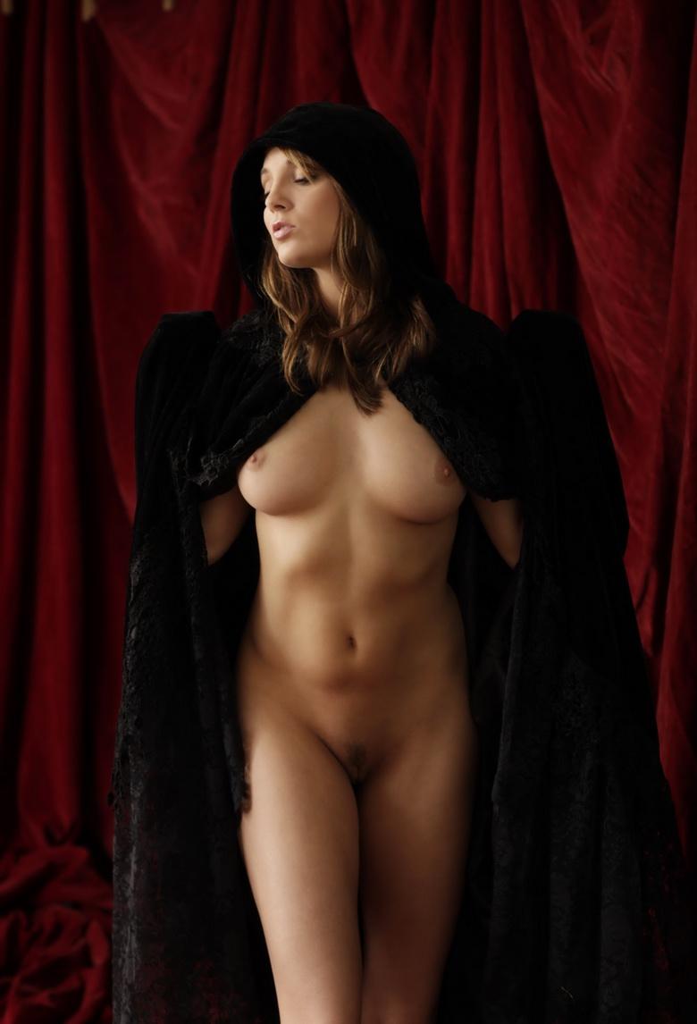 Selena Gomez Reacts To Jerry Russo Nude Pics Leak