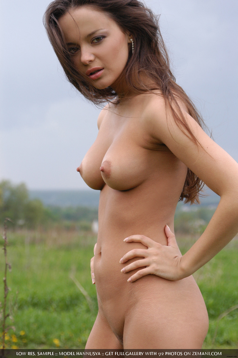 naked black hair women with freckles