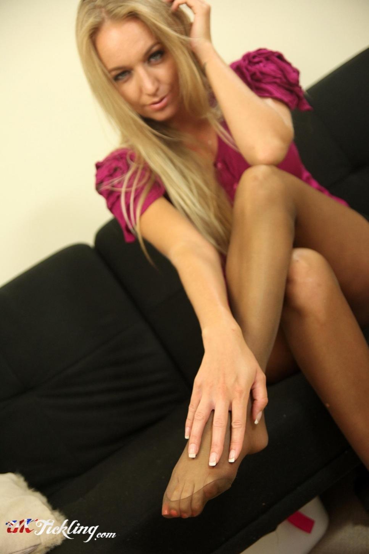 hayley marie norman nude girl sexy feet pose
