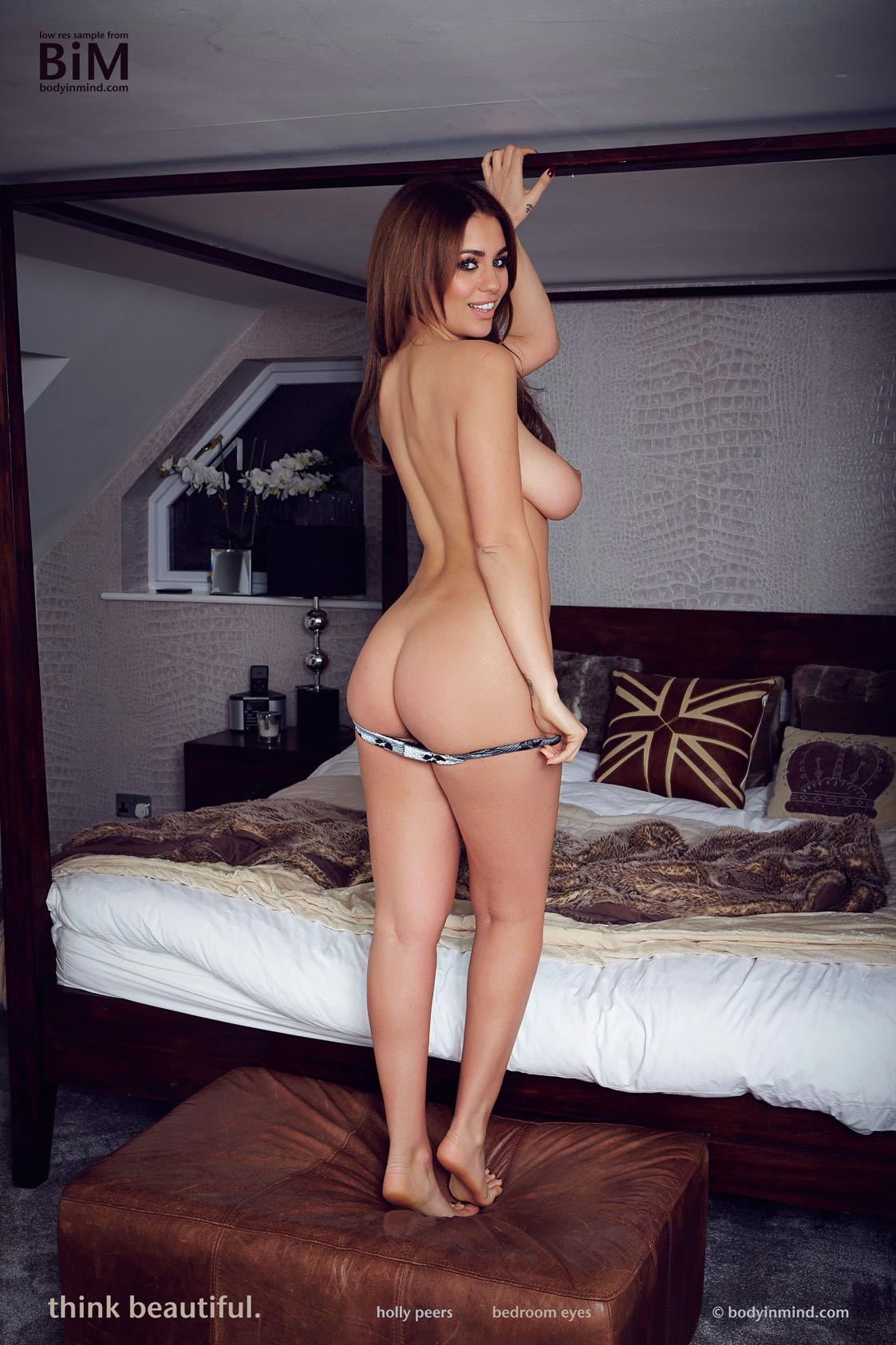 photo Holly peers topless photos 9
