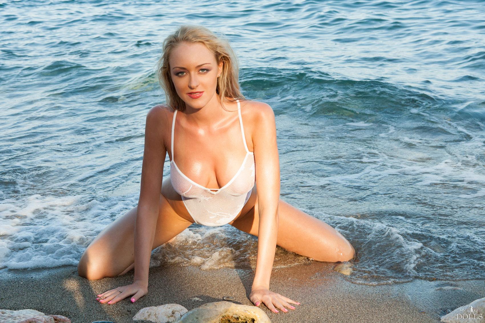 Tatiana Teen Fuck On The Beach