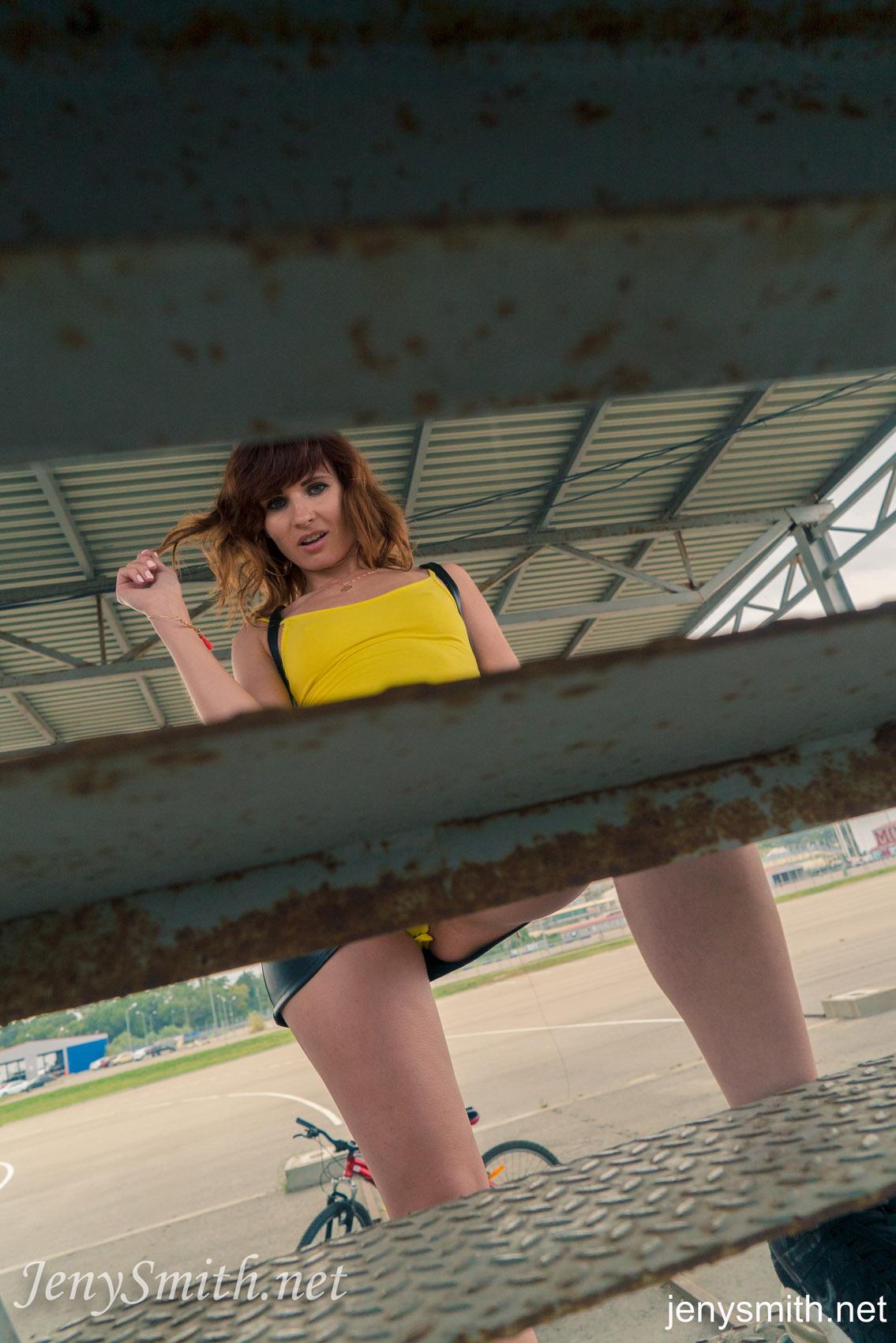 Jeny Smith Upskirt No Panties