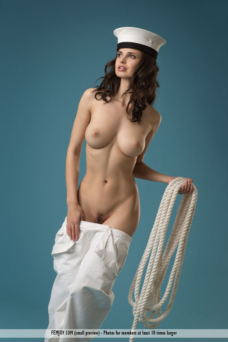 Can Beautiful nude women photographs know, that