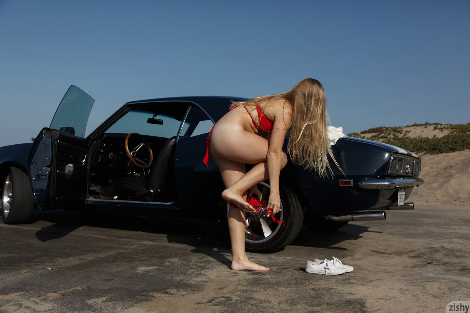musclecars and nude women