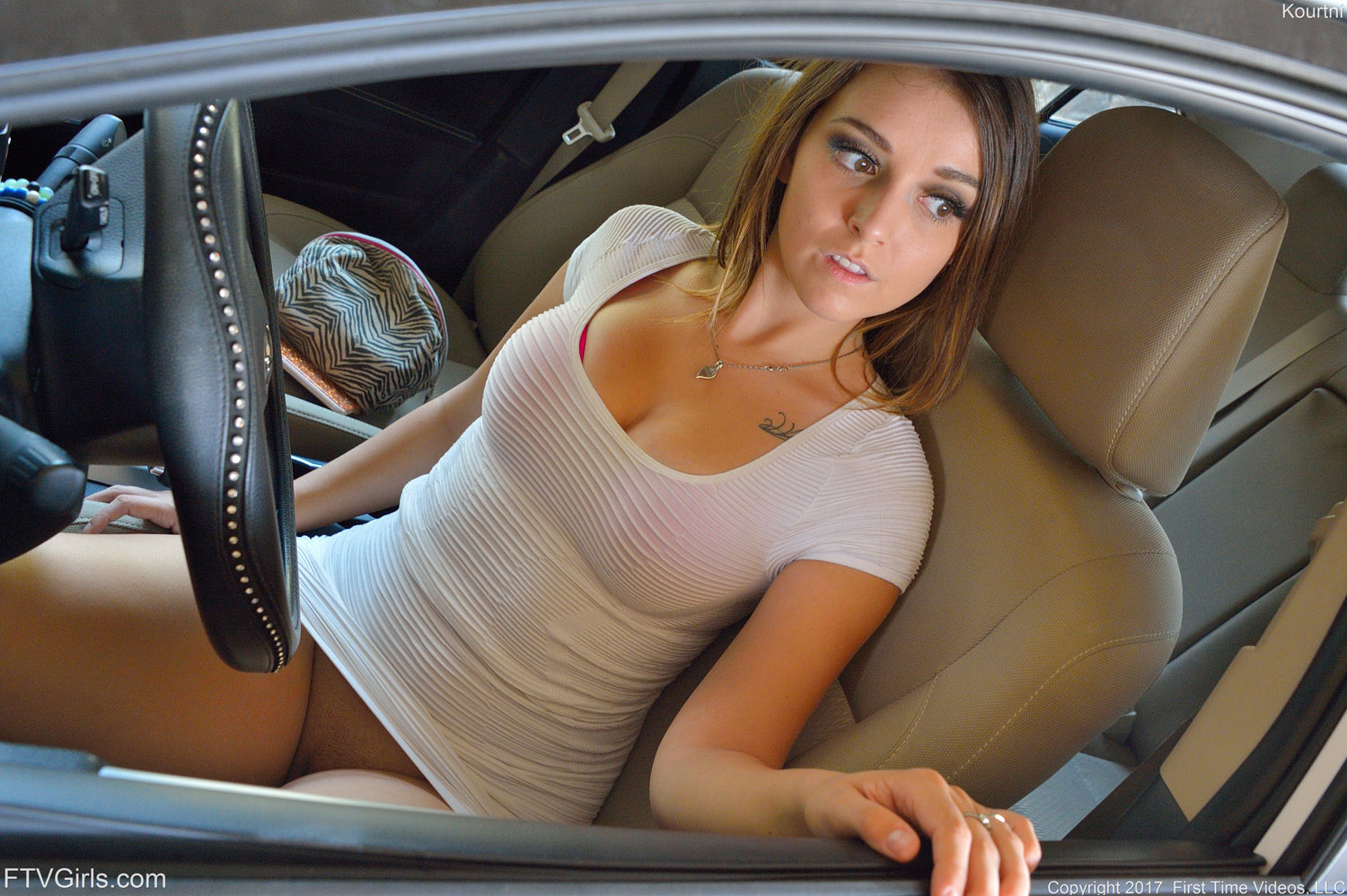 Girls flashing pussy driving car