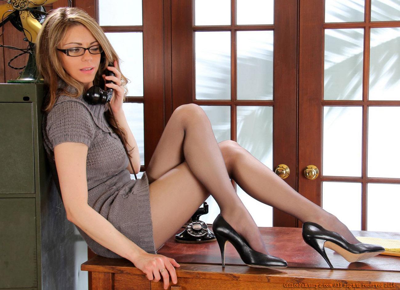 secretary-sexy-long-long-legs