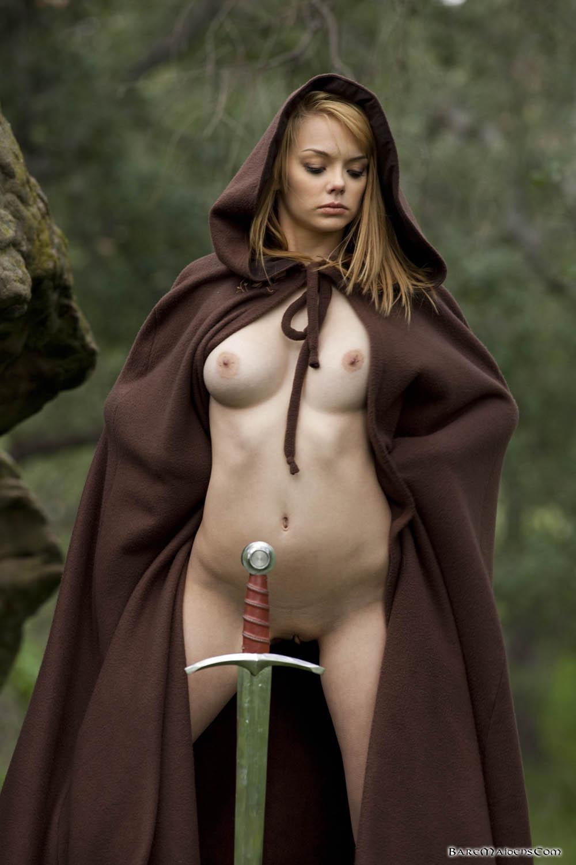 Фото голых женщин в доспехах 3 фотография