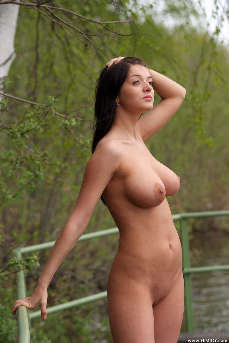beautiful naked curvy women