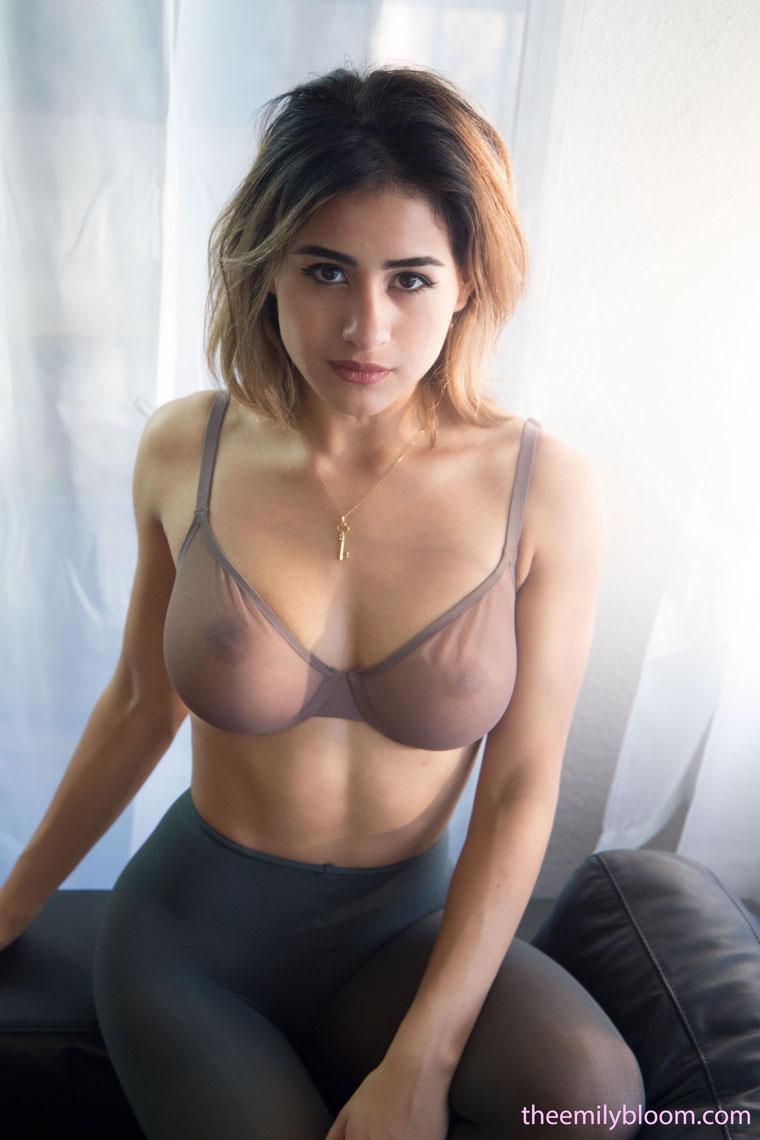 Nude mia Mia Sara