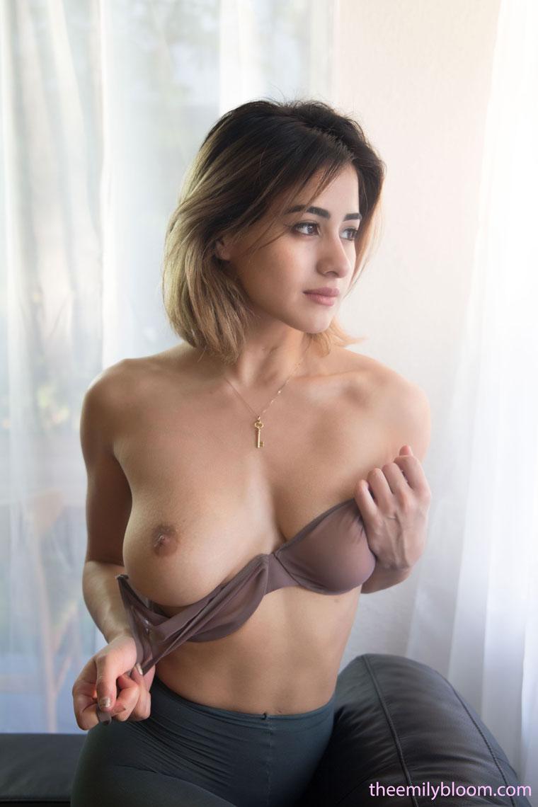 Mia Valentine Nude
