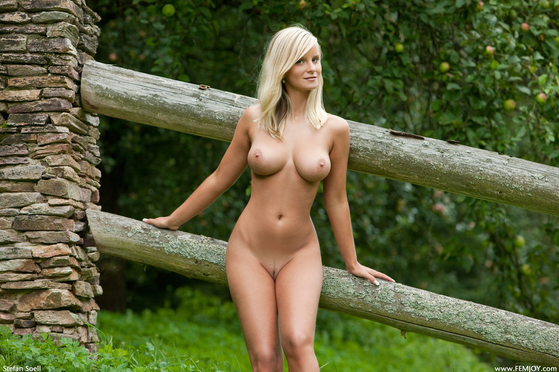 golie-devki-na-prirode-smotret
