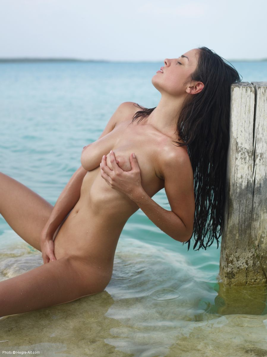 candid nude women thumbs