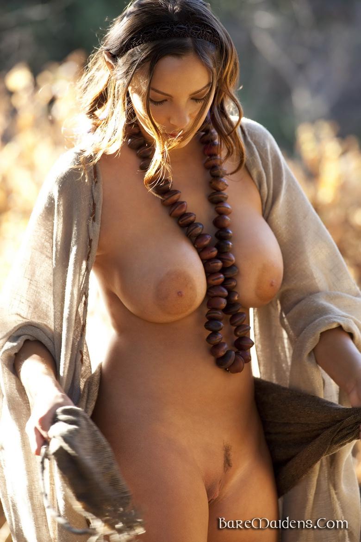 nude Bare maidens sisicole