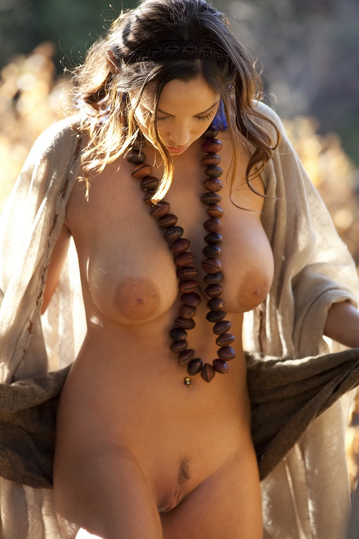Sisicole busty elf sexual scenes