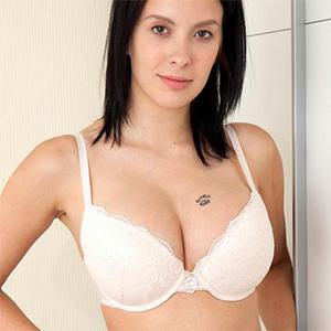Agatha Cute Bra and Panties Nubiles