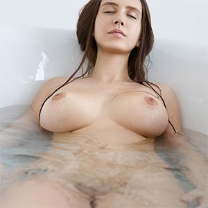 Alisa I Lets Take A Bath Femjoy