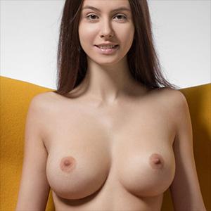 Alisa I Yellow Femjoy