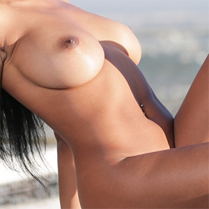 Anya Ivy Shows The World Her Perfect Body