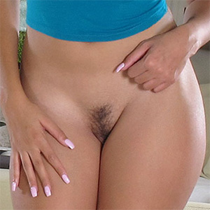 Cassidy Banks Trimmed Pussy and Wide Hips