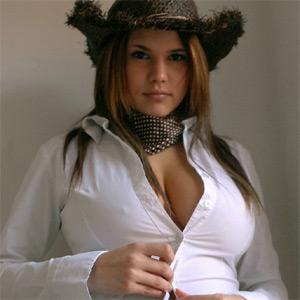 Emma Nicholls Curvy Cowbabe