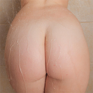 Emmy Sinclair Nude Shower Cosmid