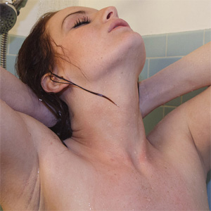 Emmy Sinclair Showering Nude