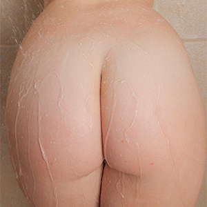 Emmy Sinclair Has a Sexy Nude Shower Video