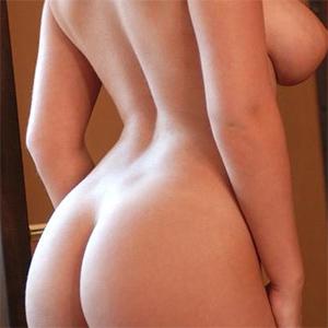 Hannah Claydon Nude Bombshell