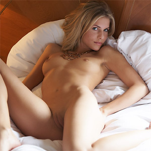 nude in bed women