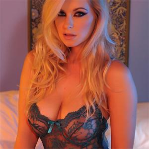Jess Davies Seductive In Bed