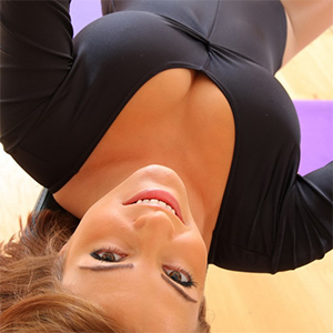 Jessica Kingham Reveals Her Boobs In The Gym