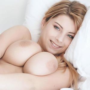 Katarina Curvy In Bed