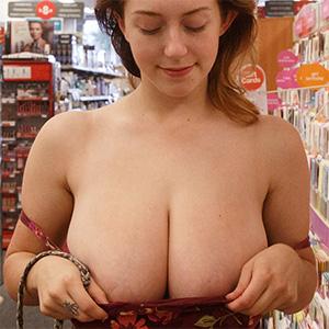Kelsey Berneray Big Boobs Flasher