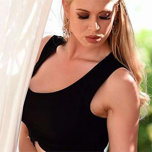 Kristy Leonie Sexy New Glam Model