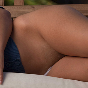 Layla Rose Has A Perfect Shaved Pussy