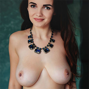 Maible Full Bodied Met Art