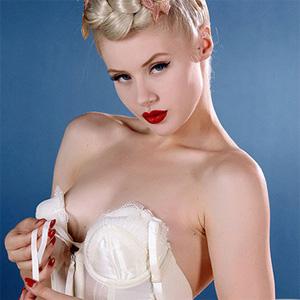 Miss Mosh Burlesque