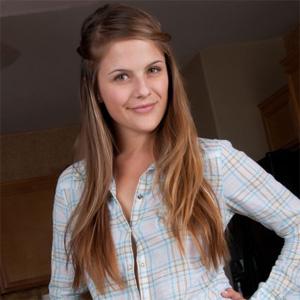 Noelle Cute Teen