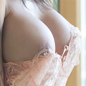 Rebyt Busty Suicidegirl In A Lace Bodysuit
